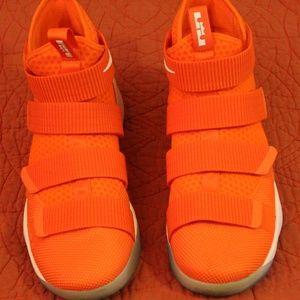 Lebron Soldier XII TB Orange